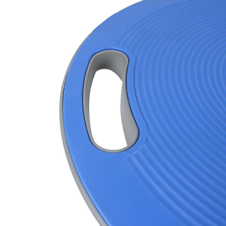 Bề mặt được thiết kế với các xoáy tròn, vân sần tăng độ bám