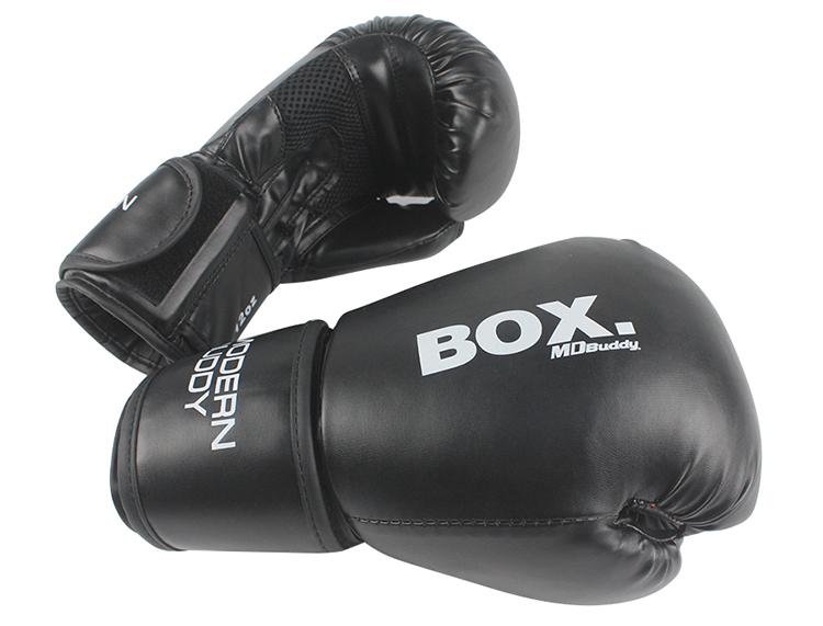 Găng tay màu đen dùng được cho cả tập luyện và thi đấu