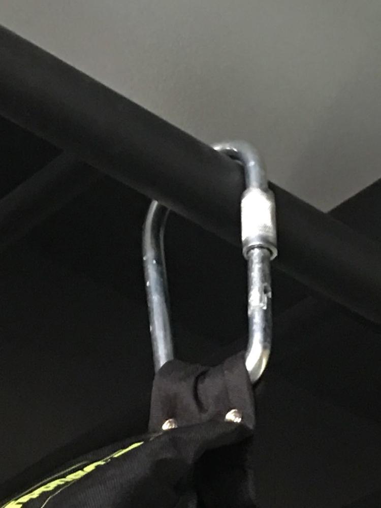 Móc nối làm từ thép mạ bạc bản to cứng, chắc chắn