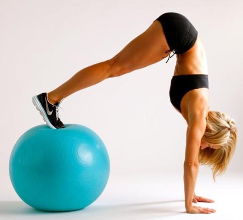Tập luyện cùng bóng cao su mang lại cơ thể dẻo dai, linh hoạt