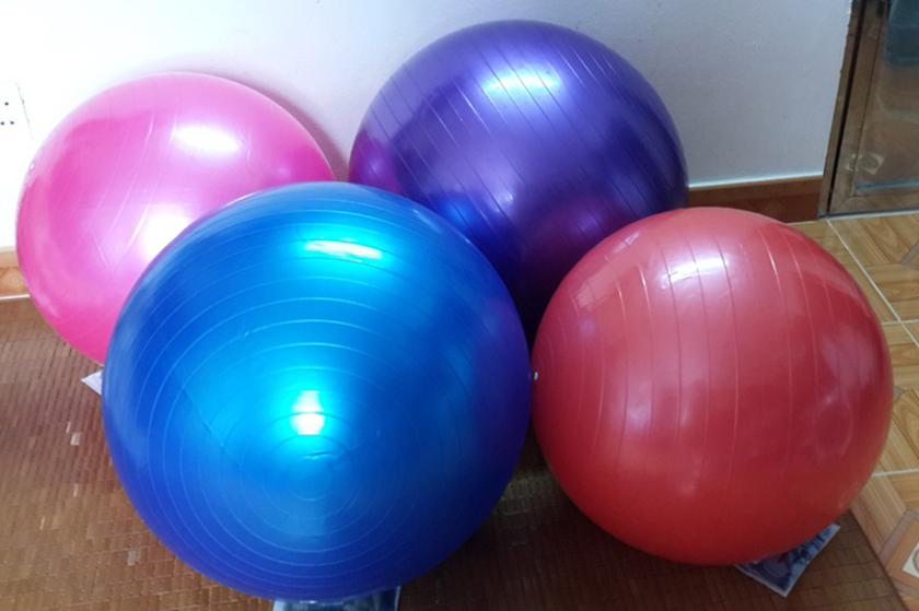 Bóng cao su giúp các bài tập thể dục trở nên thú vị hơn